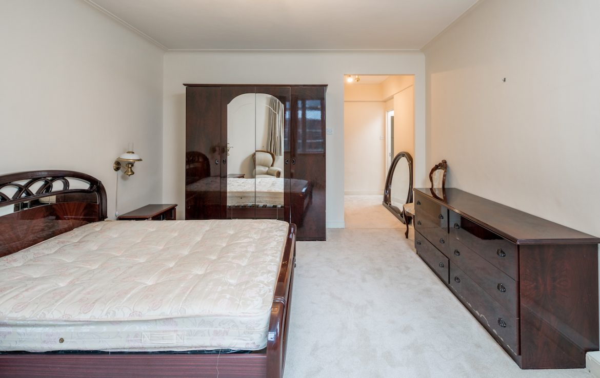 ensuite-double-room-lower-ground-2