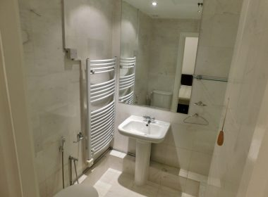109 Clive Court - Ensuite Double Room First Right Bathroom 1