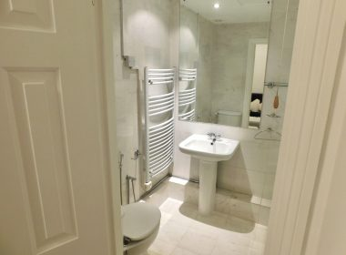 109 Clive Court - Ensuite Double Room First Right Bathroom 2
