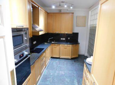 109-clive-court-kitchen